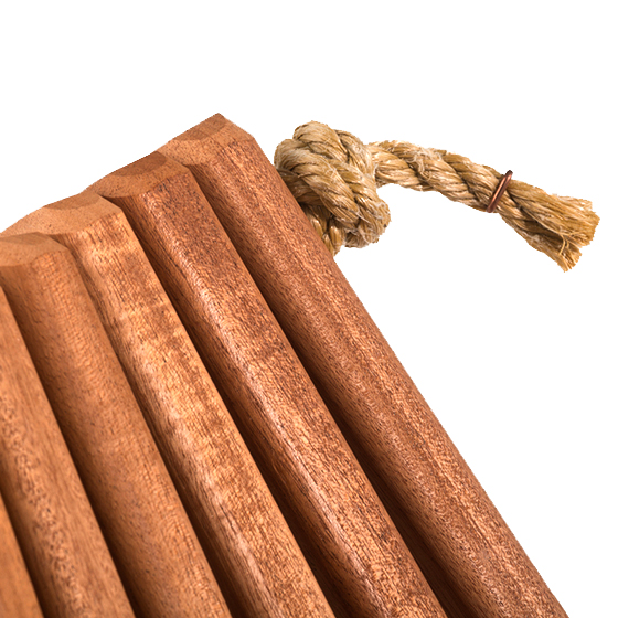 african-mahogany-close-up-knot